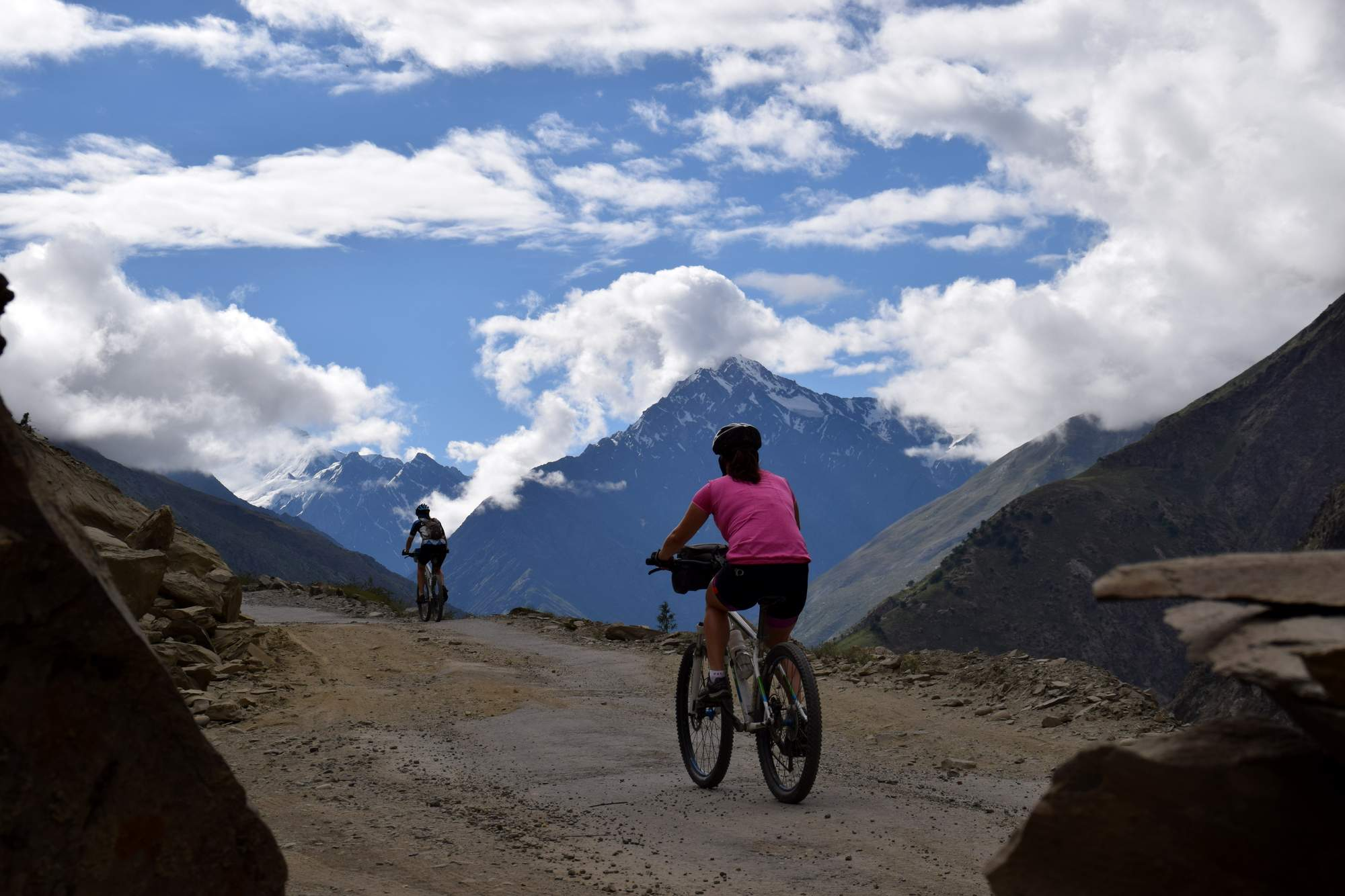 cycling Leh to The Khardung La Pass