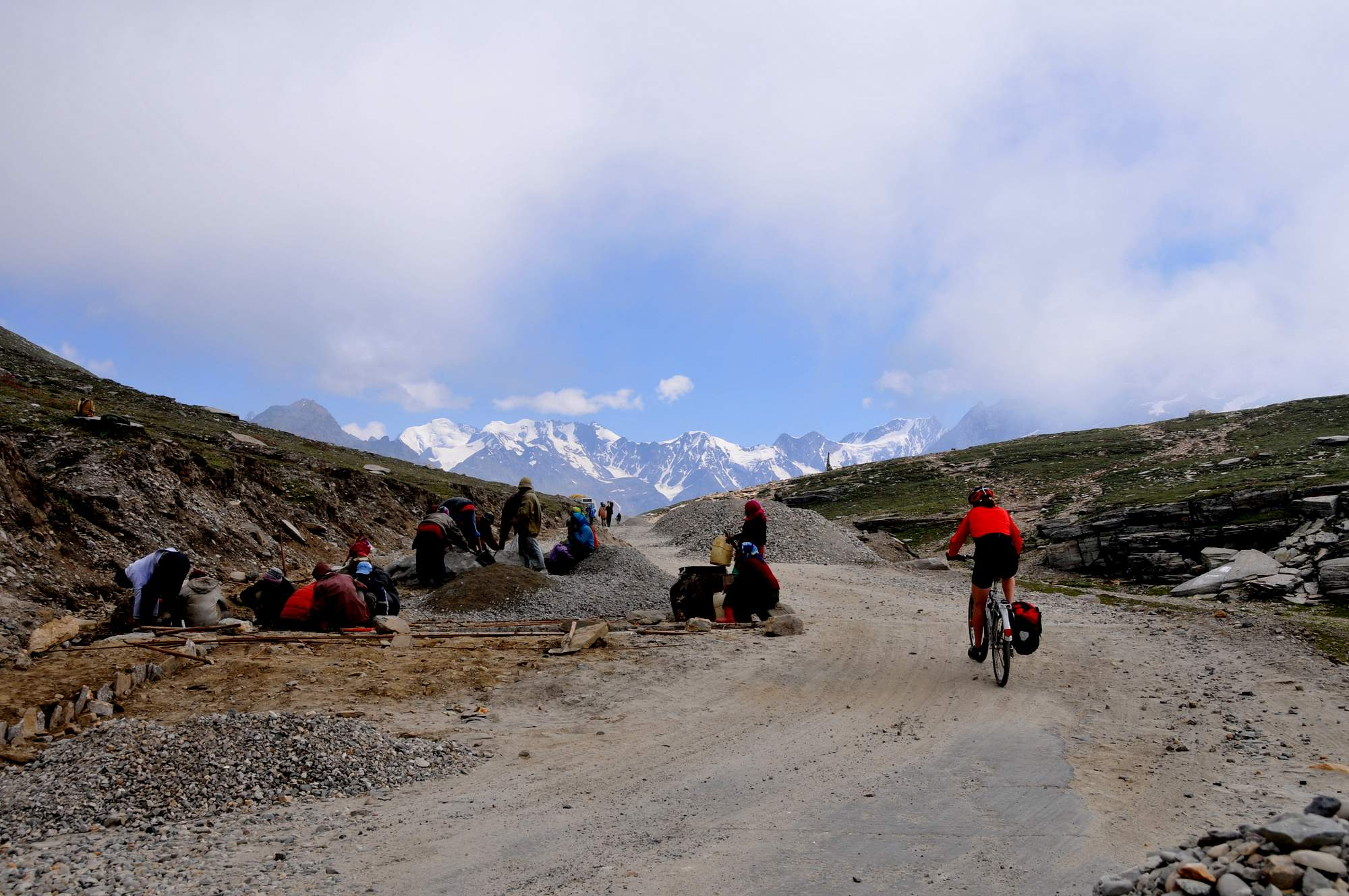 cycling the high himalayas