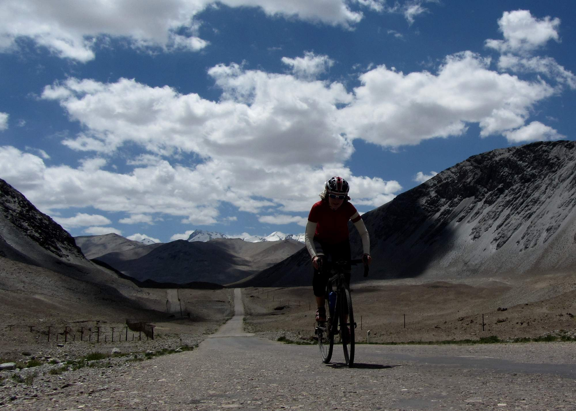 Cycling towards lake Kara Kul