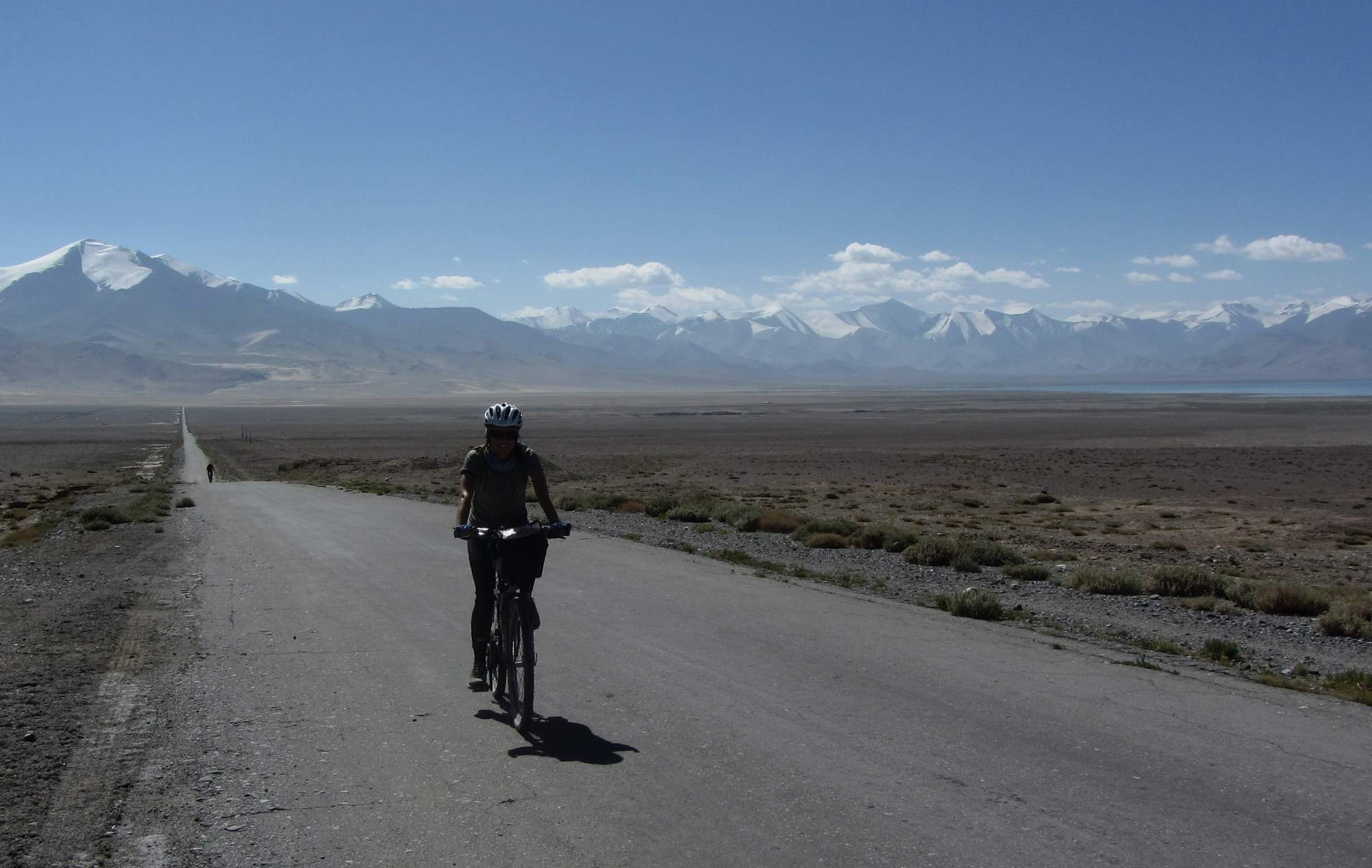 cycling towards lake Kara Kul, tajikistan