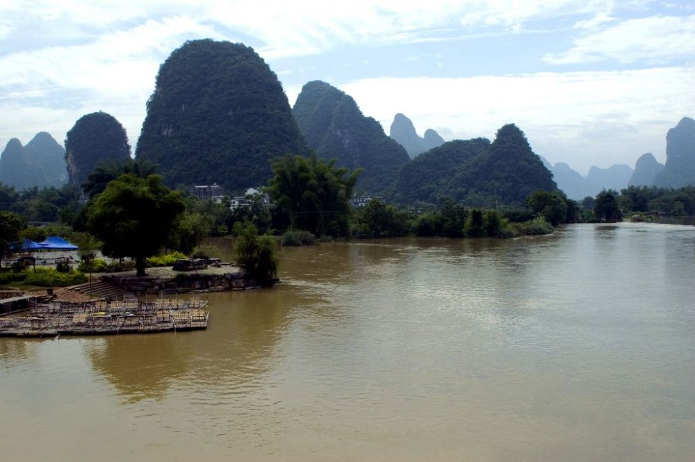 Karst scenery road to Yongshou