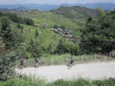 Cycling to Dudong