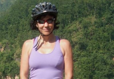 Jo Reaves Cycling on the Nepal  tour with redspokes