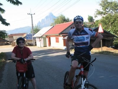 Alan and Gail McMeekin Cycling on the  tour with redspokes