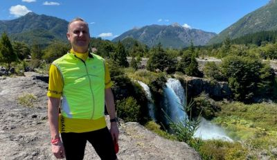 Andrew Lindsay Cycling on the  tour with redspokes