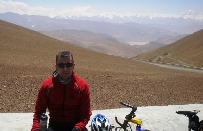 Michael Olthof Cycling on the Lhasa to Kathmandu tour with redspokes