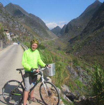 Robert Oddo Cycling on the  tour with redspokes