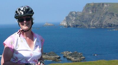 Elizabeth Al-Khalifa Cycling on the Discover Ireland  tour with redspokes