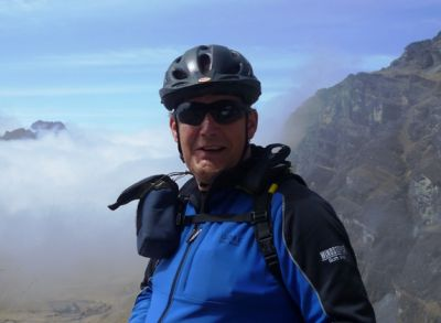 Tony Tapp Cycling on the Peru & Bolivia  tour with redspokes