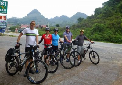 Alistair   Cycling on the Vietnam N.W   tour with redspokes