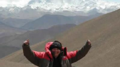 Kirsty MacPherson Cycling on the Lhasa to Kathmandu tour with redspokes