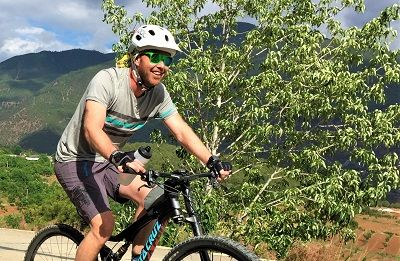 Frans Swanepoel Cycling on the China - Yunnan tour with redspokes