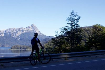 Casey Thomas Cycling on the Chile & Argentina tour with redspokes