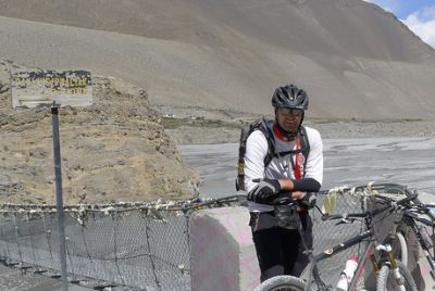 Tobi Grimminger Cycling on the Nepal  tour with redspokes