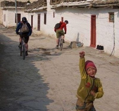 Victor Pulleyblank Cycling on the Nepal tour with redspokes