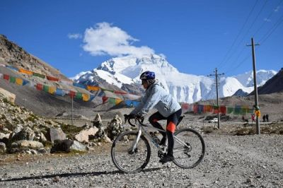Sarah Rainford  Cycling on the Tibet : Everest Base Camp tour with redspokes