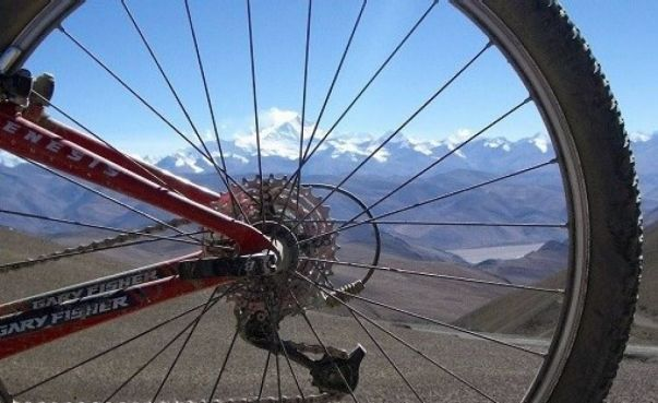 Explore redspokes' Tibet : Everest Base Camp Bicycle Tour